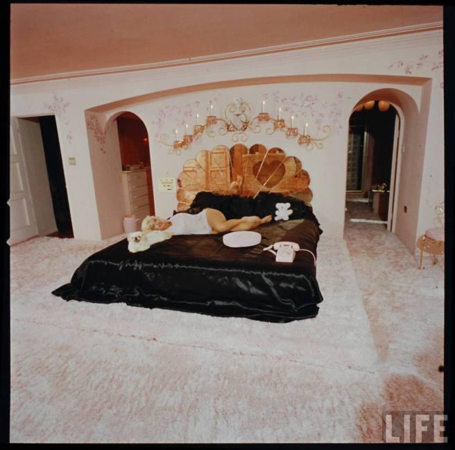 jayne-mansfield-pink-palace-3