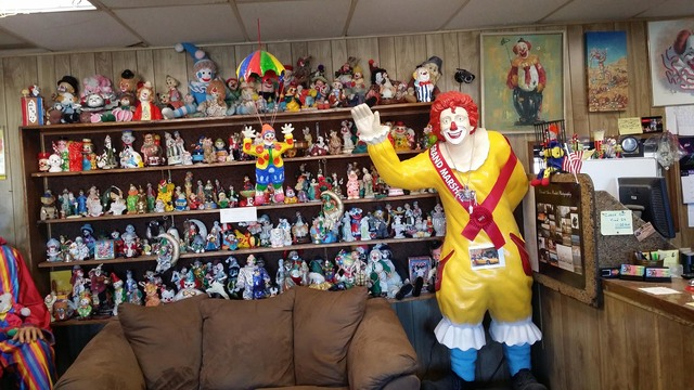 8945347_web1_1014-clownmotel2_8945347